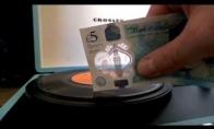 Muzikalūs 5 svarų banknotai