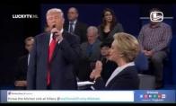 Trumpas ir Clinton dainuoja