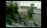 Rusų kareiviai žygiuoja pagal Kempiniuką