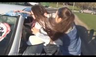 Rusų paauglys tramdo neklusnius vairuotojus