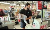 Kai tėtis išeina apsipirkti su mažu vaiku
