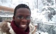 Jamaikietė pirmą kartą gyvenime pajaučia sniegą