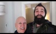 Brolis nuskraidina sesę pas vėžiu sergančią mamą Kalėdoms