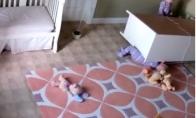 Mažas vaikas išgelbėja broliuką