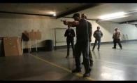 Kaip profesionalas suvaldo netyčia iššovusį ginklą
