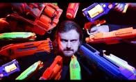Džonas Wick'as su žaisliniais ginklais