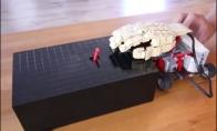 Kvapą gniaužianti LEGO robotų kova