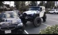 Kai pamatai netvarkingai priparkuotą automobilį