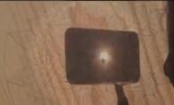 Mandalos piešimas su saulės šviesa