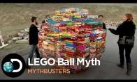 Mitų griovėjai pagamina didžiulį LEGO kamuolį