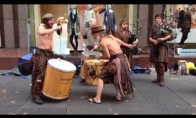 Nerealūs škotų gatvės muzikantai