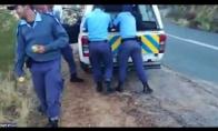 Kaip policija elgiasi su vagimis Pietų Afrikoje