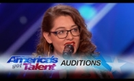 Kurčia dainininkė sužavi talentų publiką