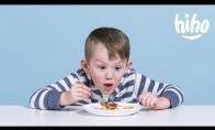 Vaikai ragauja rusiškų patiekalų