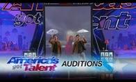 Magiškas dvynių pasirodymas Amerikos talentuose