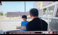 Vaikas suvarto orų berniuką