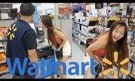 Mergina su vibrokelnaitėmis eina apsipirkti