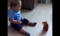 Kūdikis bijo žaislo