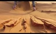 Žaidimai su smėlių Sacharos dykumoje