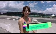 Mergina išbando Go-Pro kamerą pačiu įdomiausiu būdu
