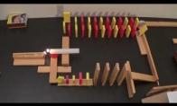 Domino grandinė su ugnies efektais