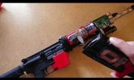 Modifikuotas AR-15 su kulkų indikatoriumi