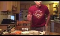 Kodėl nereikia užpūsti žvakučių ant torto