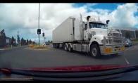 Sunkvežimis vos nenutrenkia vairuotojo