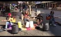 Vaikai atlieka žymųjį Metallica kūrinį