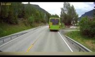 Kodėl nereikia eiti per gatvę kol nenuvažiavo autobusas