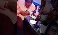 Girtas vyrukas ir jo telefonas