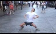Kaip priversti žmones gatvėje atrodyti kaip idiotus