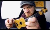 Ko verta gitara už vieną dolerį?