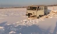 Autobusiuaks nesusitvarko su sniegu