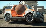4 tonų rutulys prieš automobilius