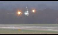Lėktuvo nusileidimas pučiant 110 km/h vėjui