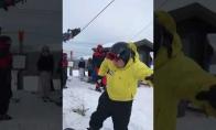 Kai draugai pirmą kartą bando slidinėti
