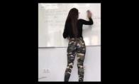 Karšta mokytoja valo lentą