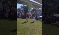 Užvedantis mamos ir sūnaus šokis