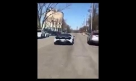 Kaip nevykėlis sudaužė du prabangius automobilius