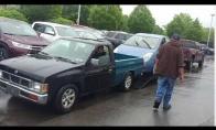 Kaip pakrauti mašiną į priekabą