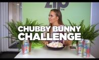 Monika Šalčiūtė kišasi zefyrus į burną || Chubby Bunny Challenge