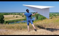 Gigantiškas popierinis lėktuvėlis