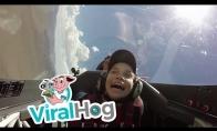 Vaikas prieš gravitaciją lėktuve