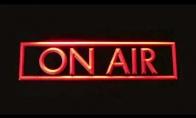 Šventinis bankuchenas juokiasi iš radijo stočių pavadinimų