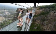 Kinietiškas tiltas su skilimo efektu