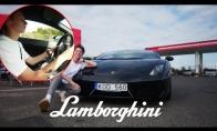 Talžūnas vairuoja Lamborginį