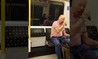Vyras sugalvojo apsiskusti traukinyje