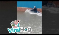 Per potvynį su motociklu