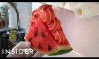 Labai keisti būdai valgyti arbūzus